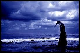 Donna e mare di notte